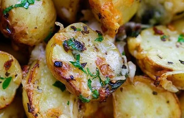 Cepti kartupeļi itāļu gaumē. Aromāts un garša jūs apburs!