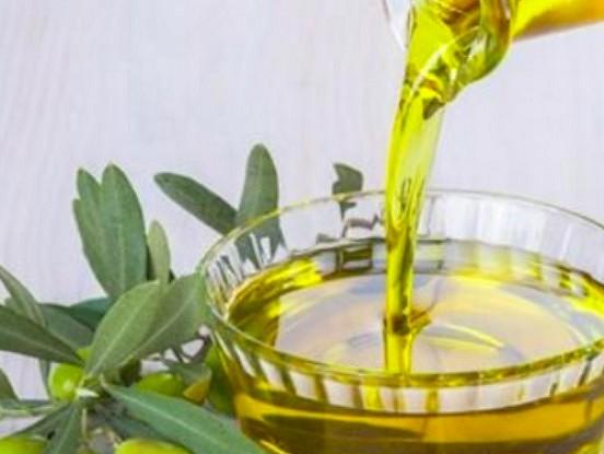 Piecas olīveļļas labās īpašības un priekšrocības, par kurām jums noteikti vajadzētu zināt.