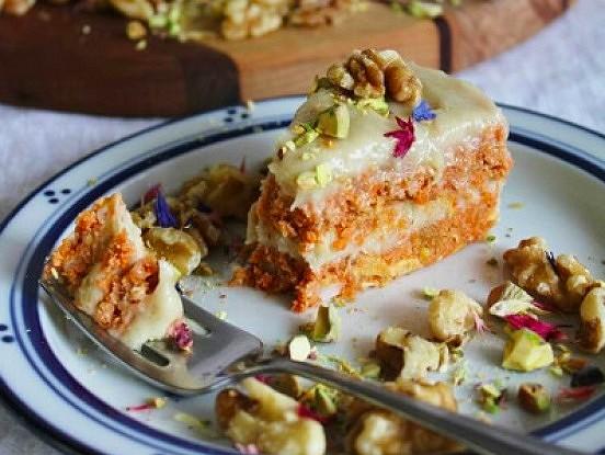 Ļoti garšīgs burkānu pīrāgs bez miltiem, ar citronu glazūru