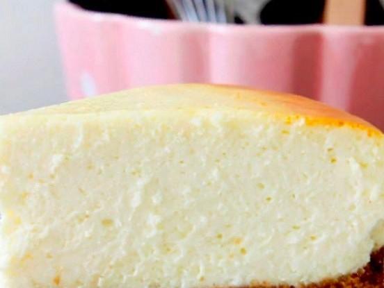 Zemas kaloritātes siera kūka. 100 gramos tikai 95 kkal!
