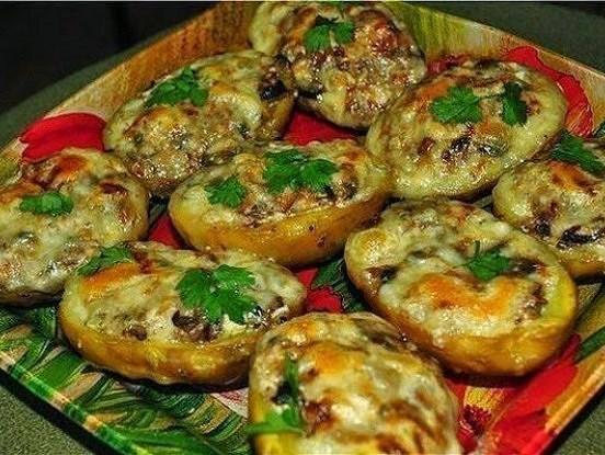 Laiviņas, pagatavotas no kartupeļiem ar visu mizu. Vēl viens ļoti garšīgs kartupeļu ēdiens!