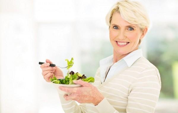 Septiņi paņēmieni, kas palīdzēs atbrīvoties no liekā svara pēc piecdesmit gadu vecuma