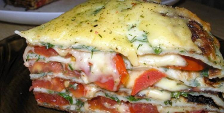 Pankūku torte ar tomātiem un sieru