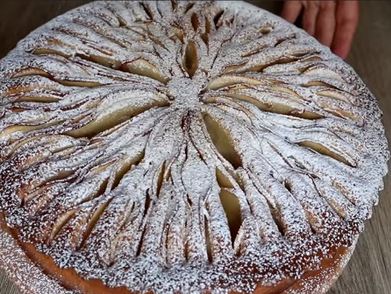 Ļoti maigs ābolu pīrāgs – pagatavots no pieejamiem produktiem un pasniegts neparastā veidā