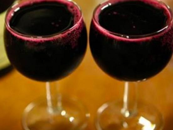 Pētījuma rezultāti – iedzert vīnu ir svarīgāk nekā trenēties, lai nodzīvotu līdz 90.