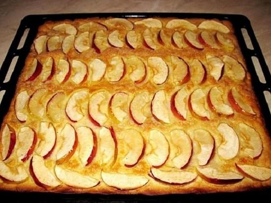 Smilšu mīklas pīrāgs ar āboliem. Pagatavosiet 15 minūšu laikā!