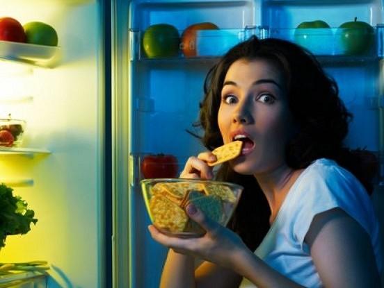 Deviņi produkti, kurus apēdot pirms miega, nenodarīsiet pāri savai figūrai