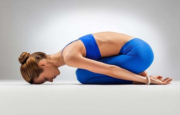 4 vienkārši veidi kā atslābināt muguru un labāk gulēt