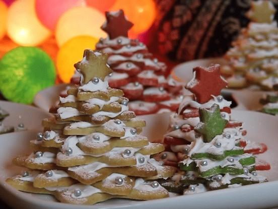 Saldā eglīte 3D formātā – oriģināls rotājums Vecgada vakara svētku galdam