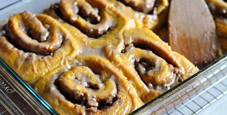 Apetīti rosinošas ķirbju maizītes ar brūnā cukura glazūru
