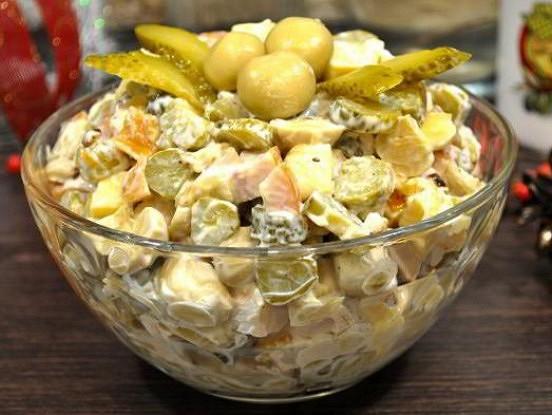 Salāti Vecgada vakaram piecu minūšu laikā. Tos vienmēr apēd pirmos!