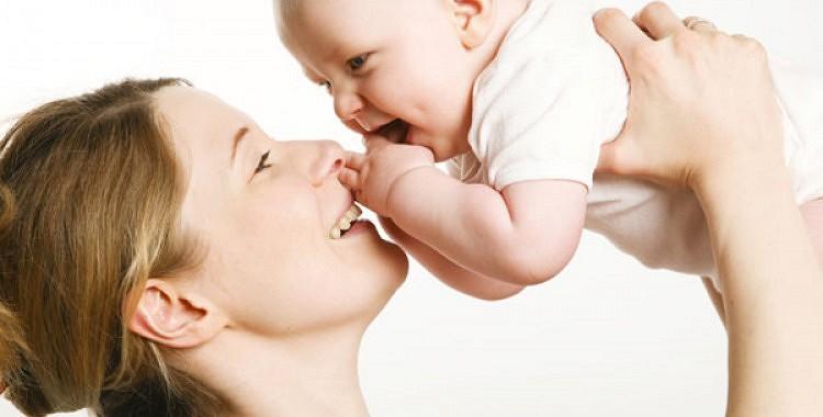 Pediatrs atklāj noslēpumu, kā ātri nomierināt raudošu zīdaini. (+VIDEO)