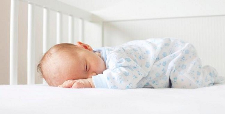Pirmajā gadā pēc bērniņa piedzimšanas vecāki zaudē 44 naktis miega!