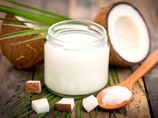 Kokosriekstu eļļa – efektīvs līdzeklis striju un izstiepumu mazināšanai grūtniecības laikā