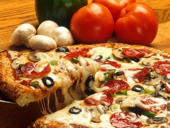 Ātri, lēti, garšīgi! Picas mīklas recepte