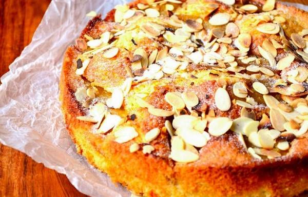 Bumbieru kūka ar mandelēm. Garšo lieliski