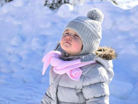 Neviens nesaslimst aukstuma dēļ. Bērniem ir jāiet ārā, īpaši ziemā