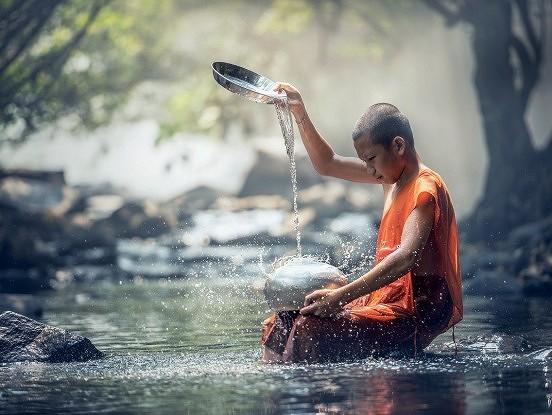 Pirms steidzamies nosodīt citus, aizdomāsimies, vai mūsu pašu sirdis un domas ir tīras un nevainīgas
