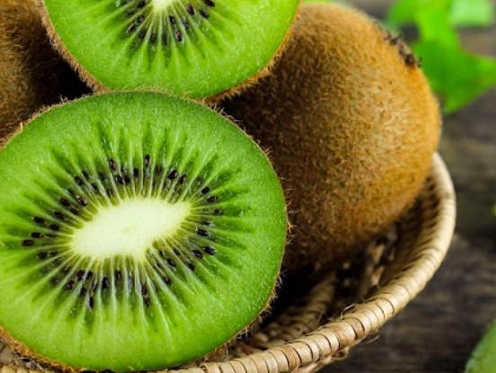 Septiņas izmaiņas, ko pamanīsiet savā organismā, ja katru dienu apēdīsiet vienu kivi