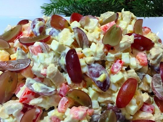 """Vistas filejas, paprikas un vīnogu salāti. Recepti burtiski """"izdīcu"""" savai draudzenei"""