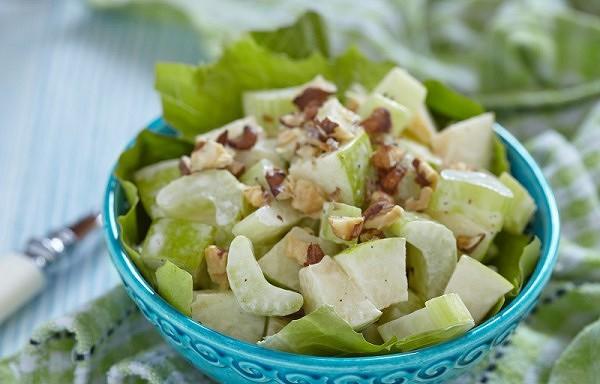 Diētisku salātu receptes notievēšanai