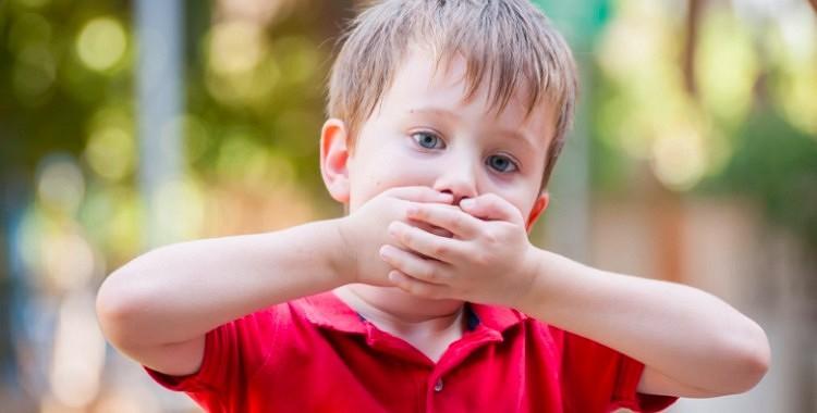 Ko vecākiem nevajadzētu darīt bērnu klātbūtnē