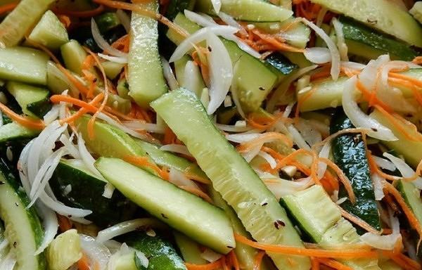 Burkānu un gurķu salāti