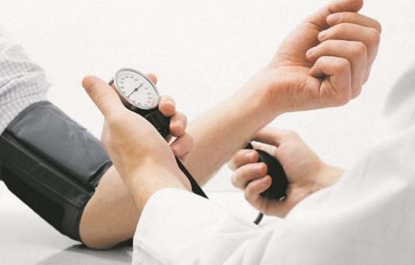 Labākais mājas līdzeklis pret augstu asinsspiedienu un holesterīna līmeni!