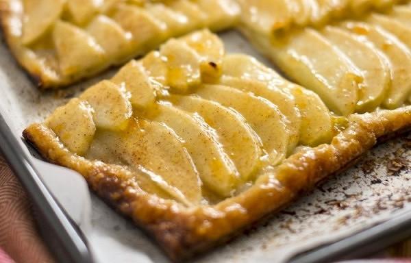 Ātri pagatavojamā ābolu plātsmaize