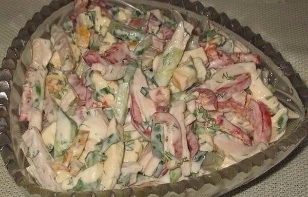 """Salāti """"Sofia"""" ar šķiņķi un kūpinātu sieru"""