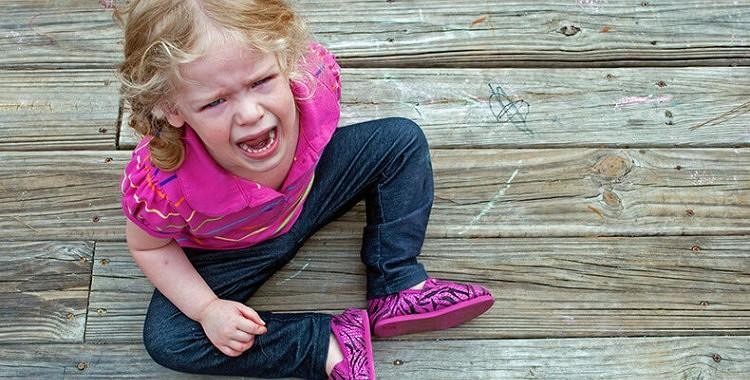 Kā apturēt bērna histēriju, uzdodot vienu vienīgu jautājumu