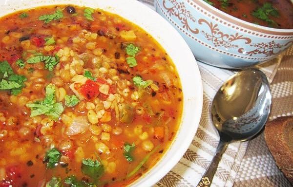 Lēcu zupa ar vistas buljonu