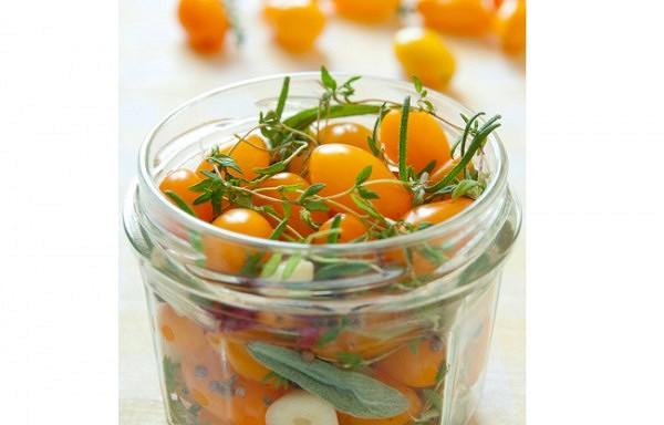 Ātrie marinētie tomātiņi