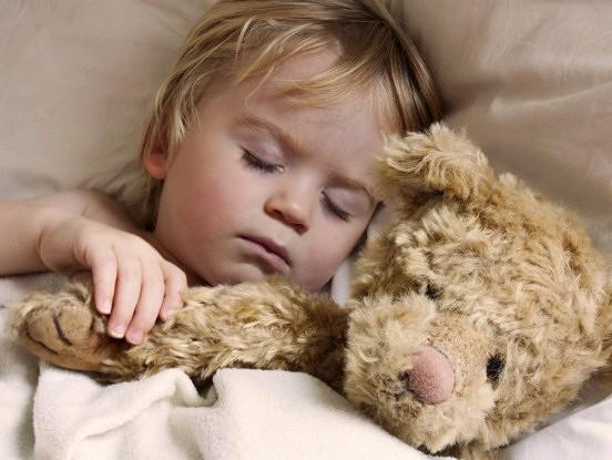 Četri noslēpumi, kā nolikt bērnu gulēt bez problēmām