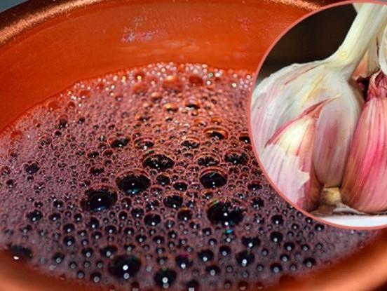 Sarkanvīns un ķiploki. Spēcīgs līdzeklis labai vielmaiņai un attīrītam organismam