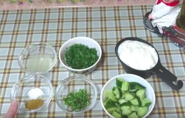 Mērce ar gurķiem un ķiplokiem