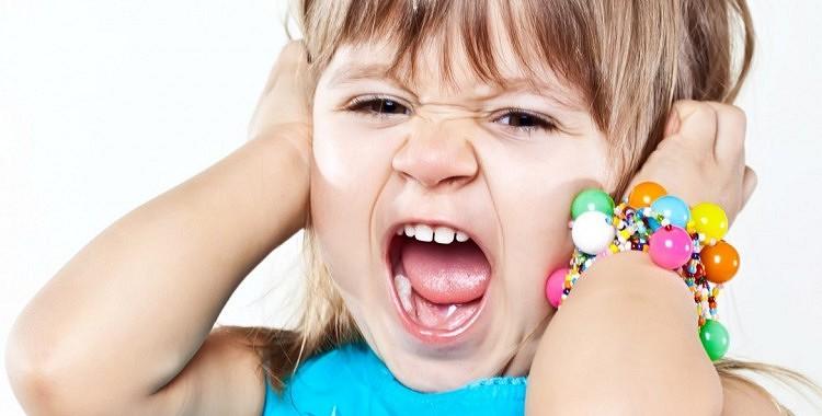 Kādēļ bērni mammas klātbūtnē uzvedas neciešami?