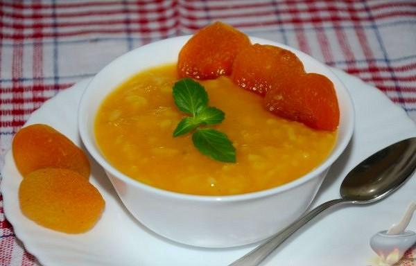Rīsu zupa ar žāvētām aprikozēm