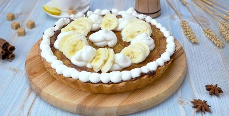 Banānu un iebiezinātā piena kūka