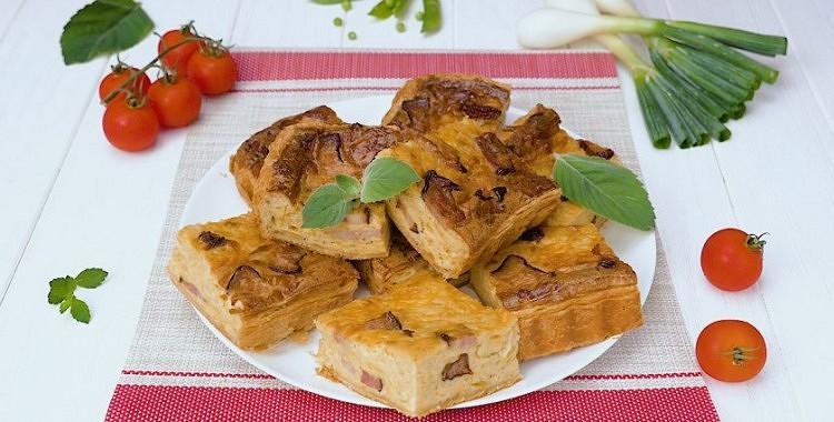 Sīpolu pīrāgs ar bekonu