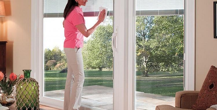 Kā ātri nomazgāt logus – pieci padomi, kas atvieglos šo uzdevumu
