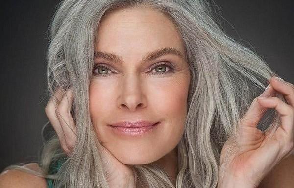 Sirmu matu parādīšanās – tas nav vecuma dēļ. Kas trūkst jūsu organismam?