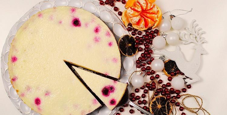 Piparkūku – krējuma kūka ar avenēm