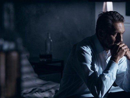 9 trauksmainas darbības, ka kādam no tuviniekiem ir doma par pašnāvību