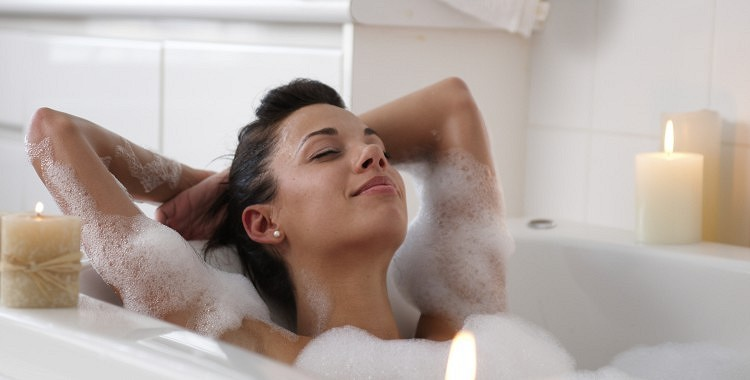 Izrādās, karsta vanna sadedzina tikpat kaloriju cik pusstundu gara pastaiga