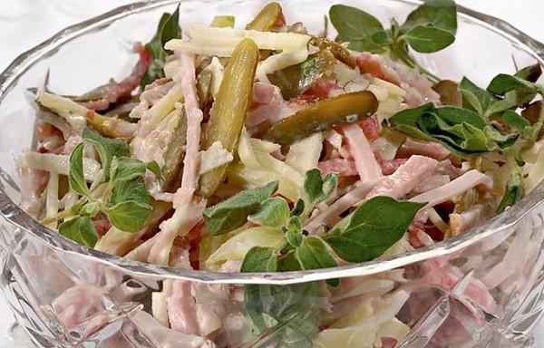 Jaungada salāti šveiciešu gaumē