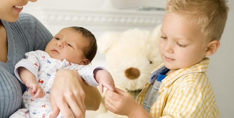 Ko darīt ar bērnu greizsirdību?