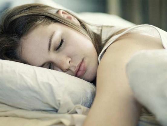 Efektīvs vingrinājums, ja nevari vakaros aizmigt
