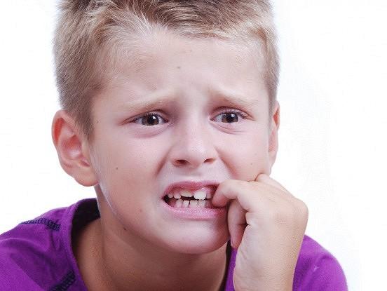 Kā atradināt bērnu no nagu graušanas