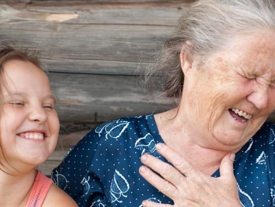 Mīlestība, ar kādu vecmāmiņa mīl savu pirmo mazbērnu – vispatiesākā mīlestība uz Zemes